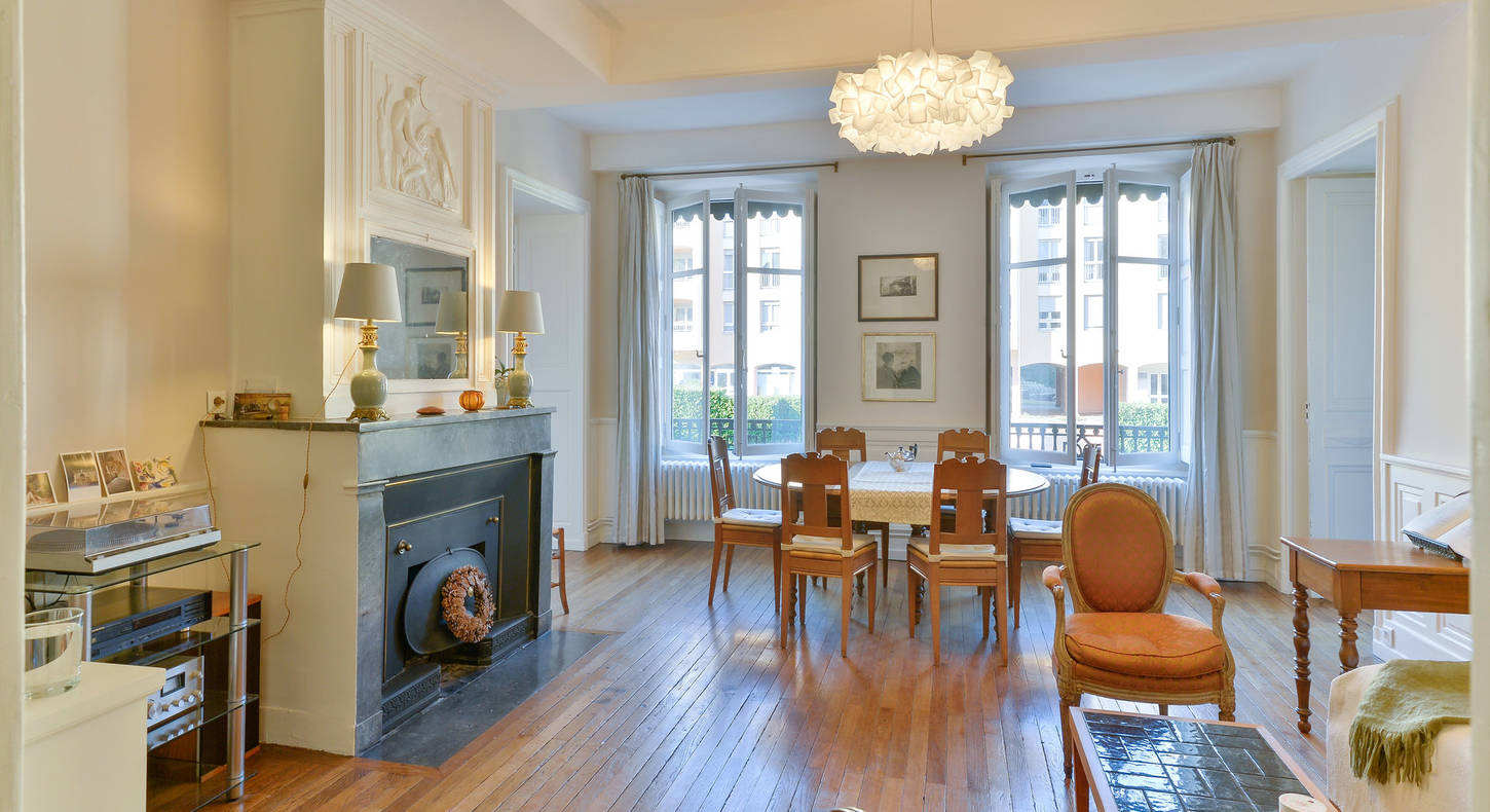 Barnes Lyon, prestigious real estate agency - Salon of an apartment in Lyon 5