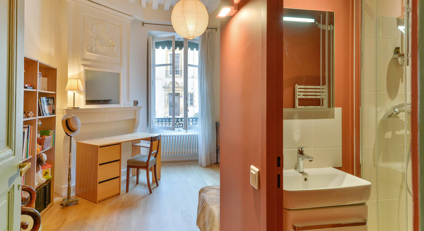 Barnes Lyon, prestigious real estate agency - Bathroom of an apartment in Lyon 5